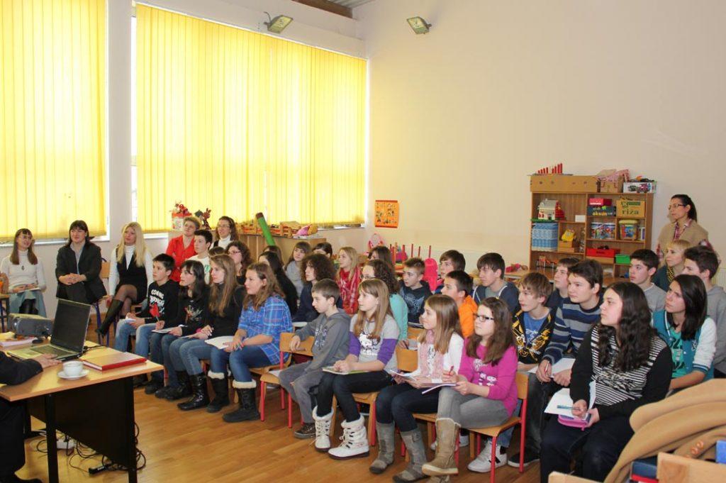 "Comenius školska partnerstva – projekt ""Customs, traditions and art: a river flowing around Europe"""