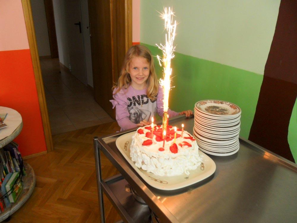 Proslavili rođendan izrađujući tortu