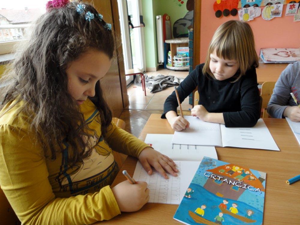 DUZS darovali predškolcima crtančice