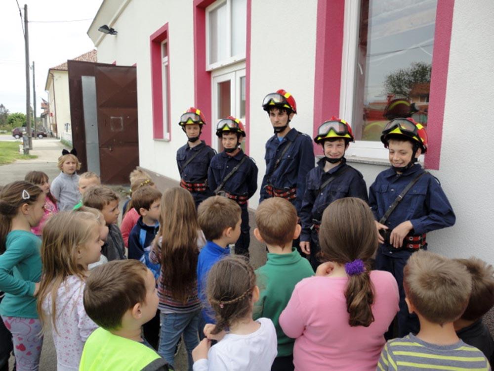 Potočići posjetili vatrogasce