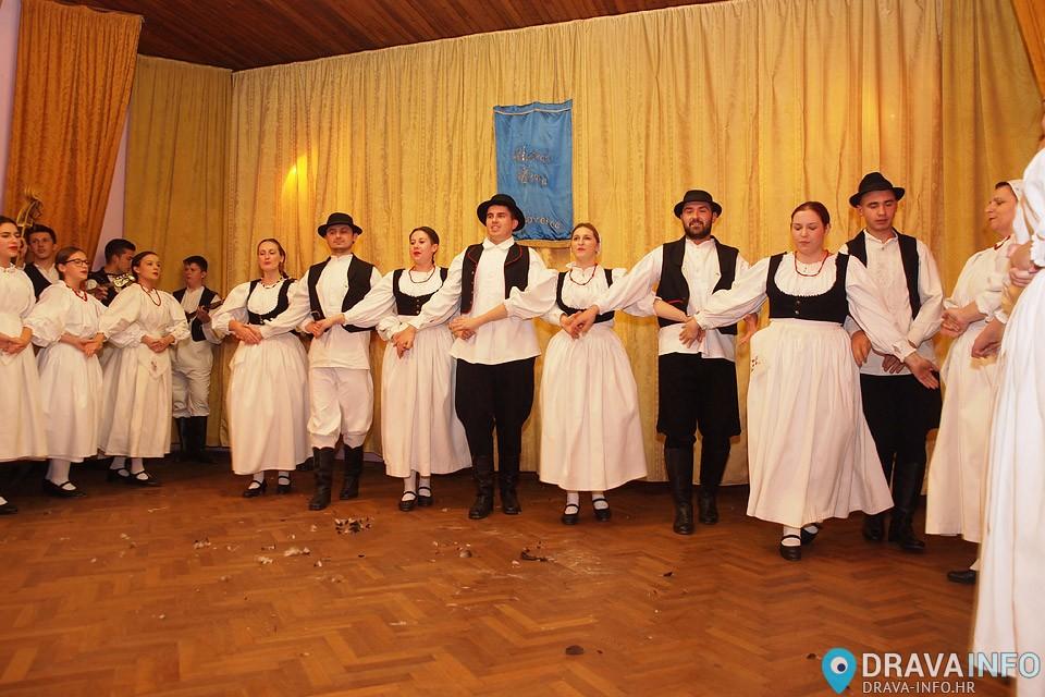 """Bakovljansko """"Čehanje perja"""" u Glogovcu"""