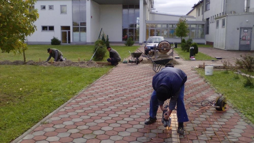 Pomicanje ograde na dječjem igralištu