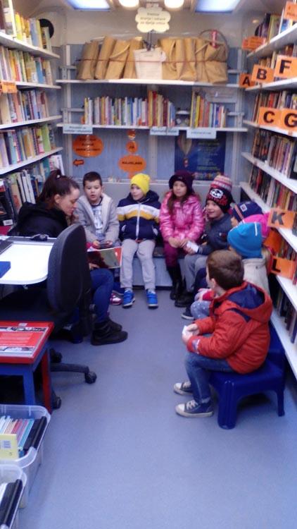 Polaznici predškole prvi put posjetili Bibliobus