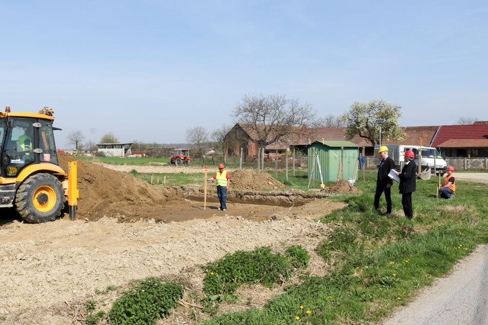 Počela realizacija projekta izgradnje parkirališta nasuprot groblja i nogostupa do Kolodvorske ulice u naselju Koprivnički Bregi