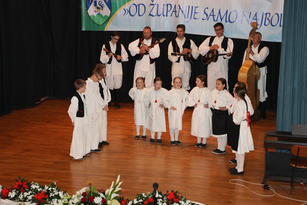 """Dječja folklorna grupa KUD-a Rudar na koncertu """"Od Županije samo najbolje"""""""