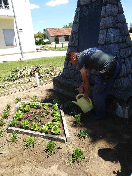 Uređenje cvjetnih površina u centru Koprivničkih Bregi