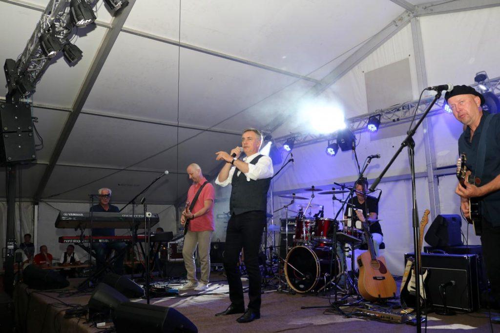 Poklon mještanima – koncert Miroslava Škore