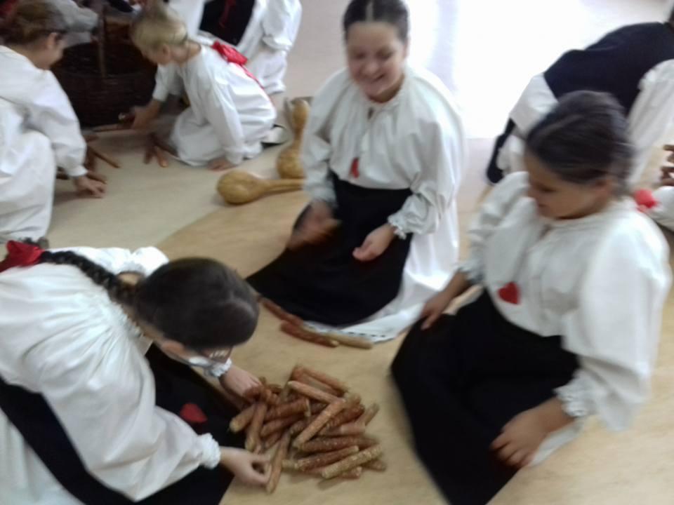 """Mali Rudari i dječja folklorna grupa iz """"Podravskog sunca"""" obilježili su 11. Tjedan cjeloživotnog učenja"""