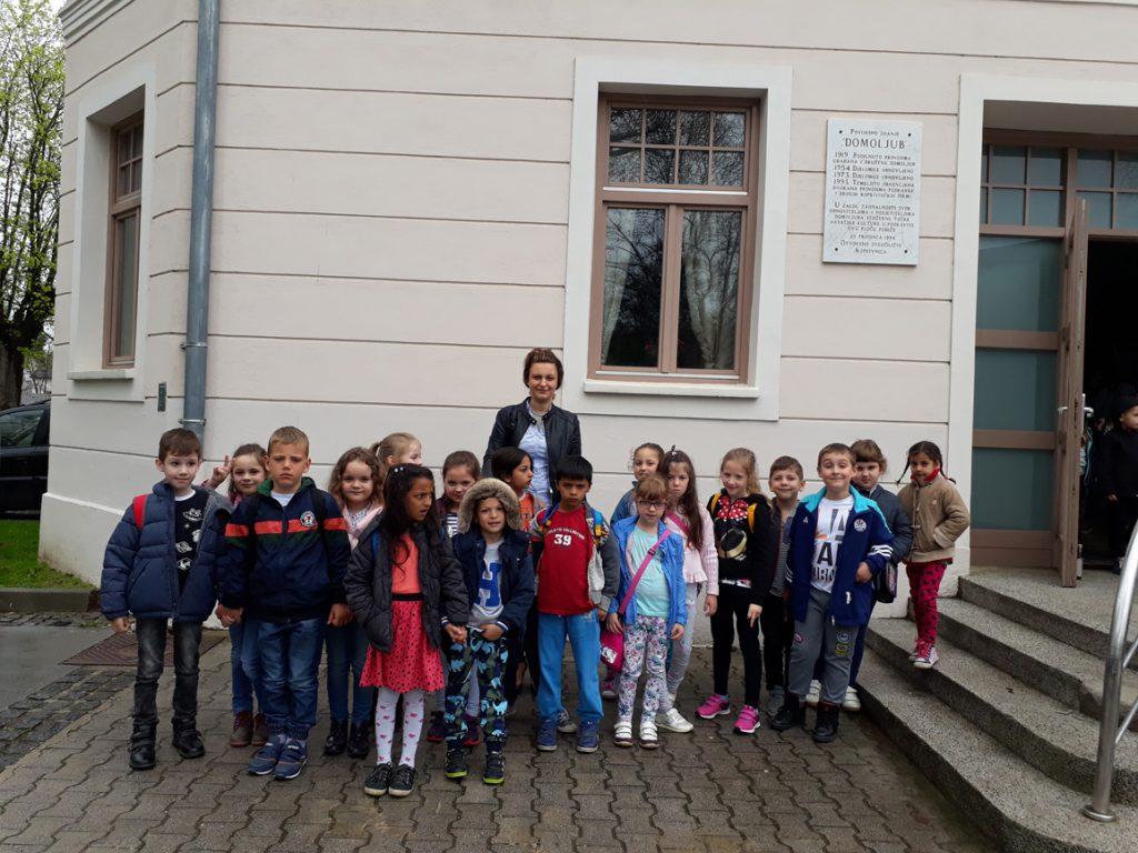 Predškolci na predstavi Kerekesh teatra