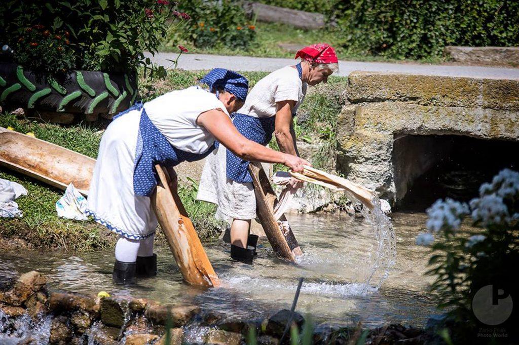 """Mali čuvari kulturne baštine iz Glogovca sudjelovali su u Zagorju na manifestaciji """"Tak se negda pri nami delale"""""""