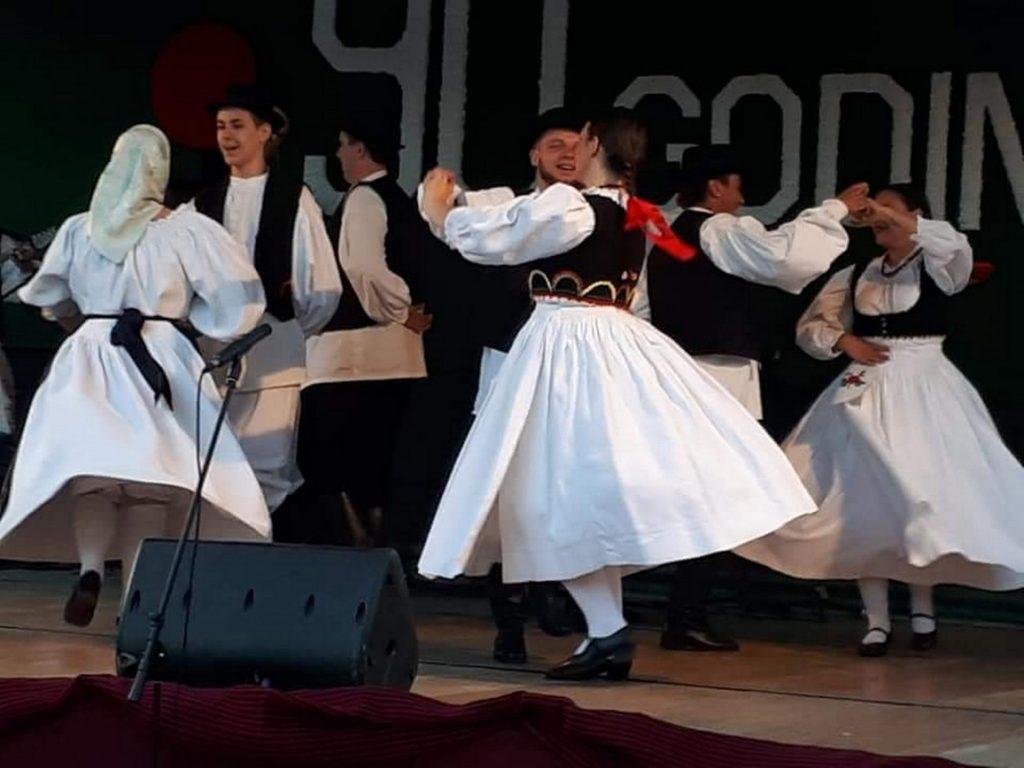 """Folkloraši i tamburaši KUD -a """"Rudar"""" uveličali 90. obljetnicu KUU Gacka u Ličkom Lešću"""