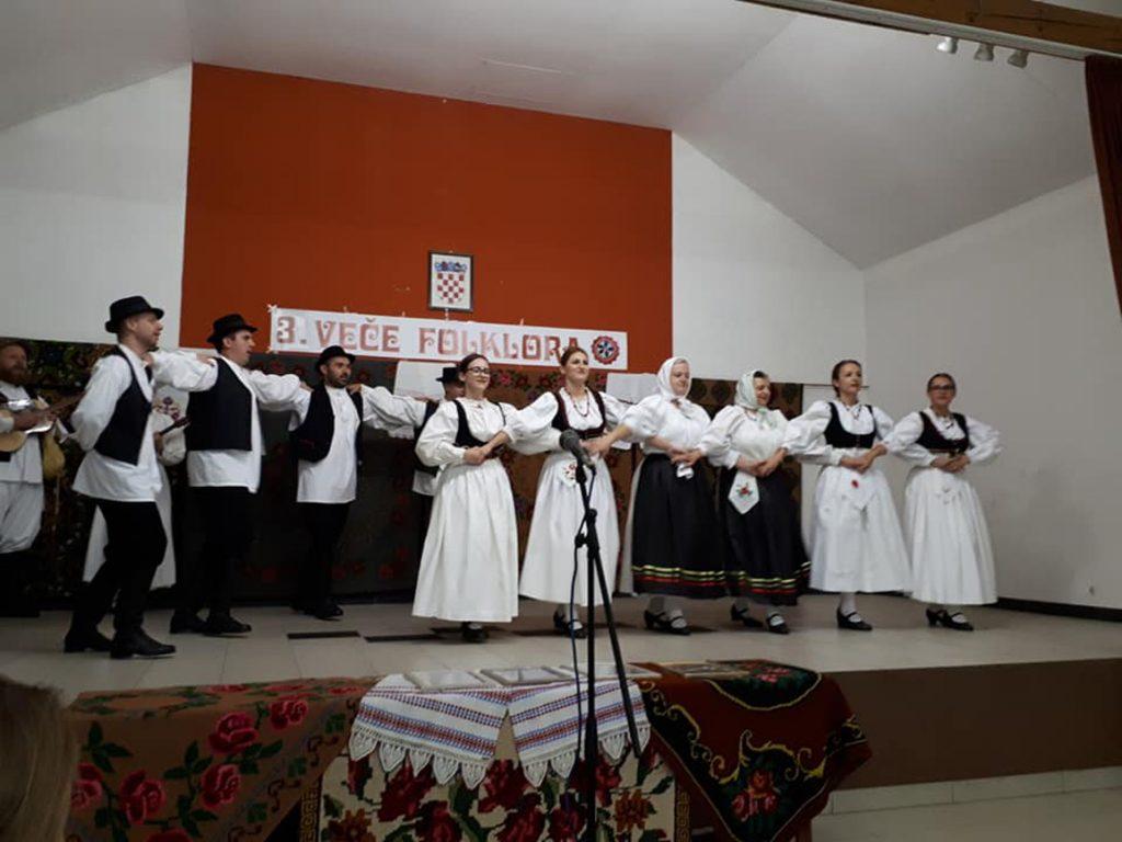 Folklorna i tamburaška grupa KUD-a Rudar sudjelovala na Večerima folklora                                        u Velikom Pogancu