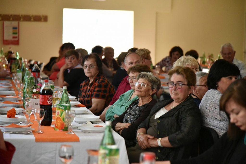 """Održana 1. manifestacija """"Očuvanje nematerijalne kulturne baštine""""u organizaciji Udruge žena Bregi"""