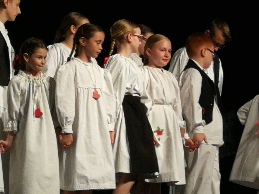"""Mali Rudari  sudjelovali su na večeri dječjeg folklornog stvaralaštva """"Mi smo djeca vesela"""""""