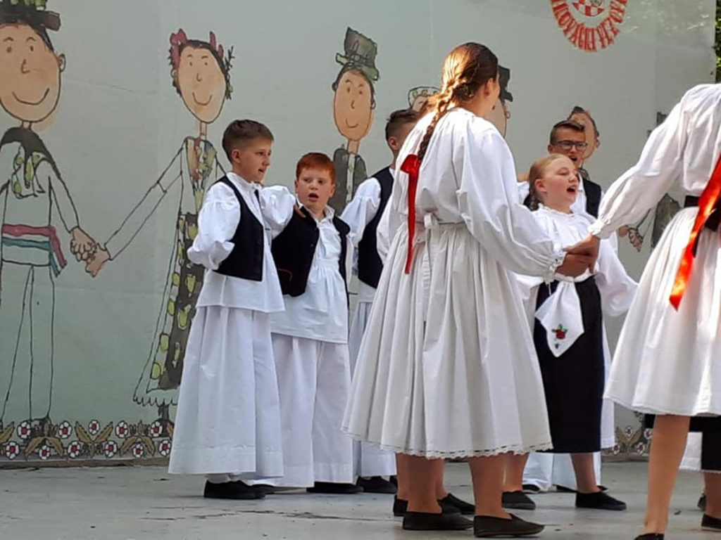 Mali Rudari predstavljali Županiju na  Malim Đakovačkim  vezovima