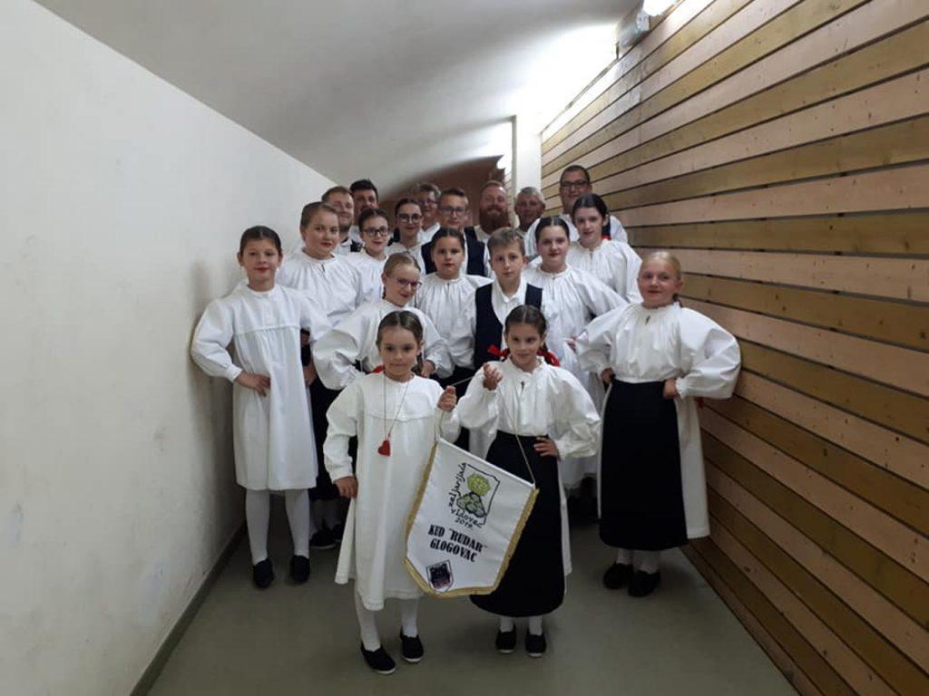 Mali i veliki folkloraši KUD-a Rudar uz pratnju tamburaša sudjelovali na 22. Zeljarijadi u Vidovcu
